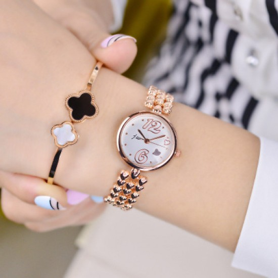 Gold Heart Design Round Dial Bracelet Watch W-24G |image