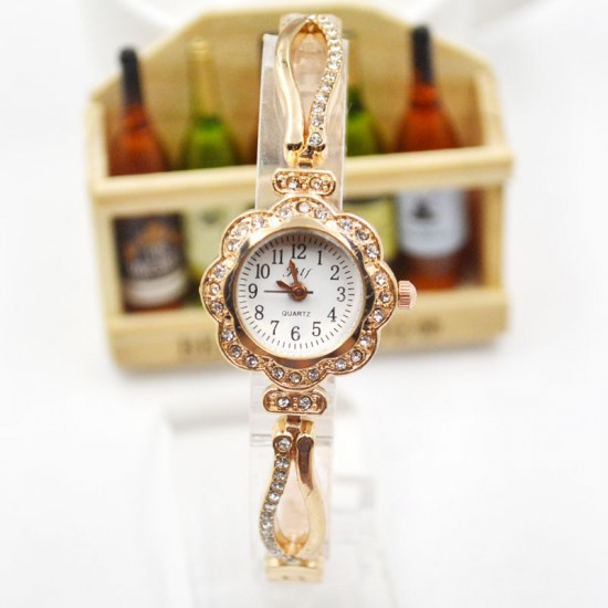 Women Vintage Gold Diamond Bracelet Watch W-37G |image