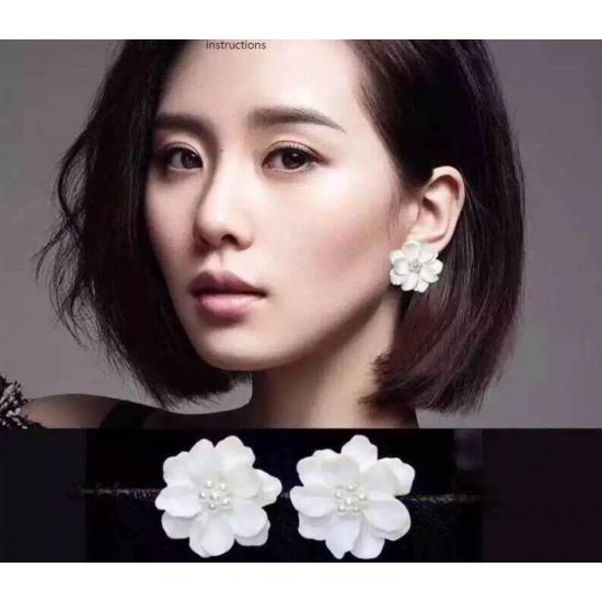 Woman Fashion Wild White Flower Earrings  E-15W